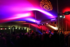 """""""Julianna Ymira"""", ses musiciens et le public sous la tente principale - FEST'Hiver 2019 - Montmorillon (86)"""