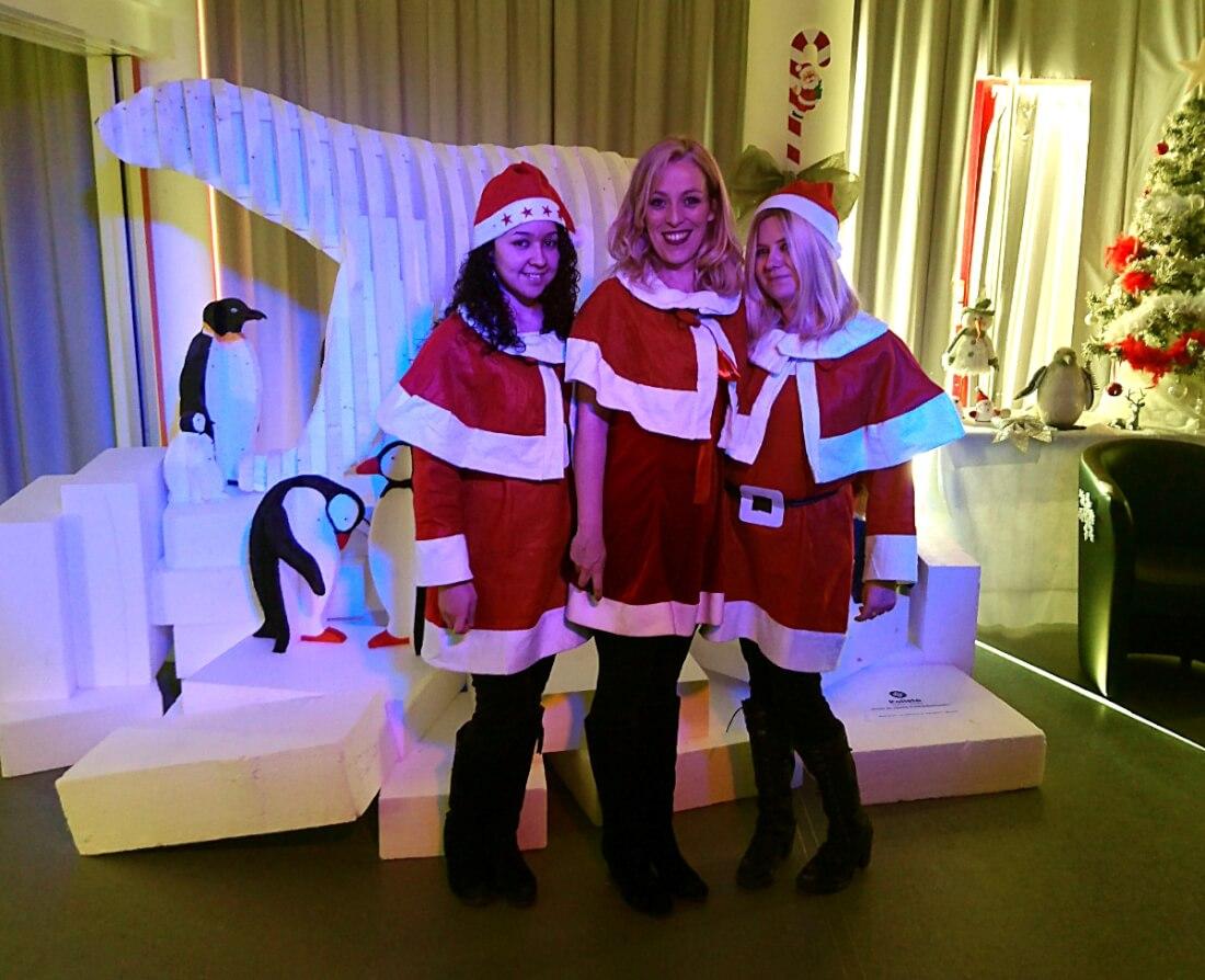 Tiffany, Roselyne et Marie-Jeanne - Goûter de Noël 2017 d'un comité d'entreprise (C.E) de Lathus-Saint-Rémy (86).
