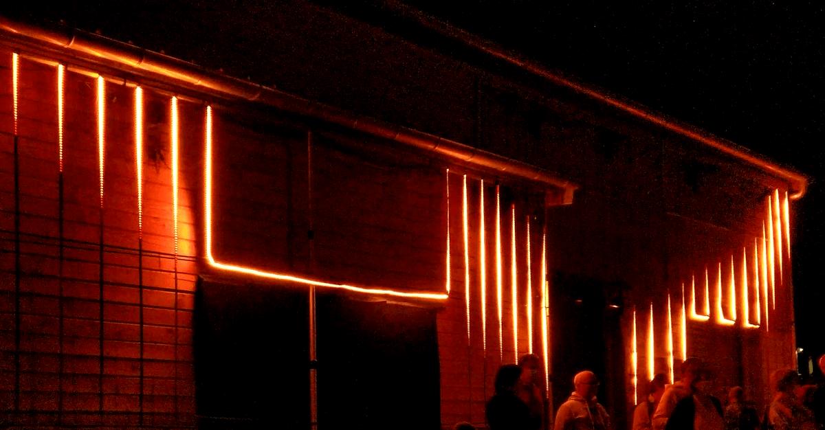 La Station - Châtellerault (86) - Mise en lumière au moyen de 30 bandeaux LED.