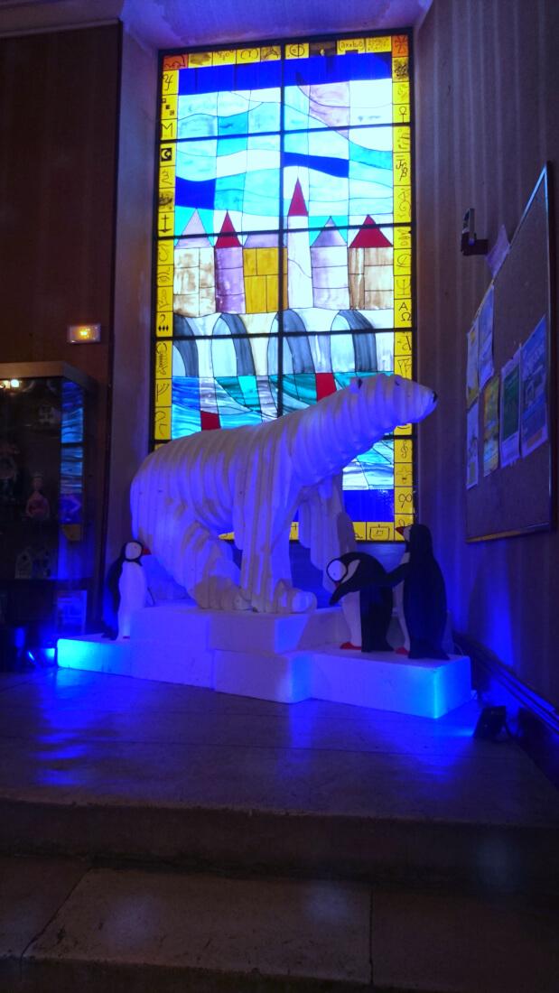 """Installation Polaire pour le repas à thème de la """"Biblio'Steak"""", restaurant solidaire de la MJC de Montmorillon."""