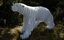 The Consternation Of Nanook, sculpture d'ours blanc (ours polaire) de Polisto (2014).